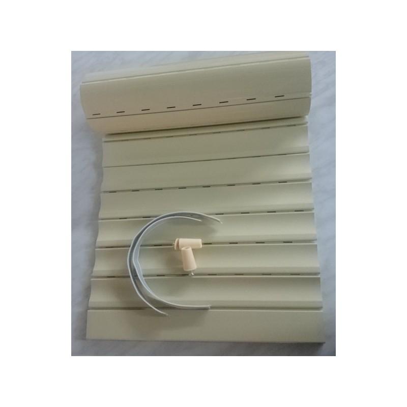 Persiana pvc con 2 topes y cintas.