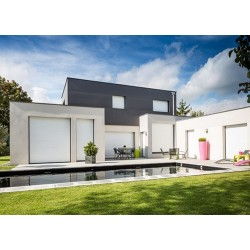 Casa con persianas pvc de lujo